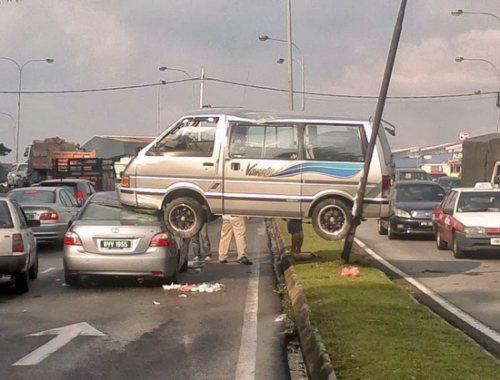 Name:  crazy-car-crashes-1.jpg Views: 574 Size:  39.0 KB