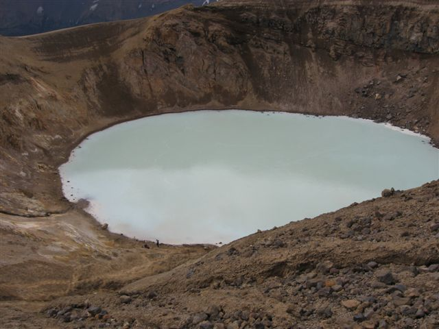 Name:  Island 2007-1 201-Viti2 med små folk.JPG Views: 5727 Size:  48.7 KB