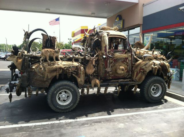 Name:  odd_gas_station_sights_that_are_truly_wtf_640_19.jpg Views: 622 Size:  60.0 KB